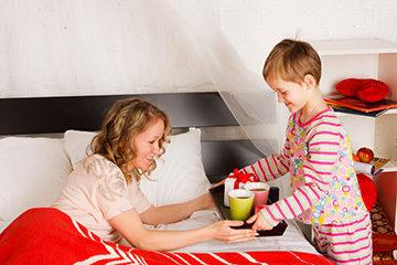в оформлении опеки приоритет отдается родственницам ребенка