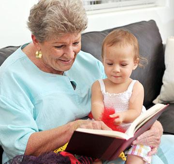 бабушка и малыш